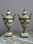 A pair louis 16 styl cassolets in marble and bronze